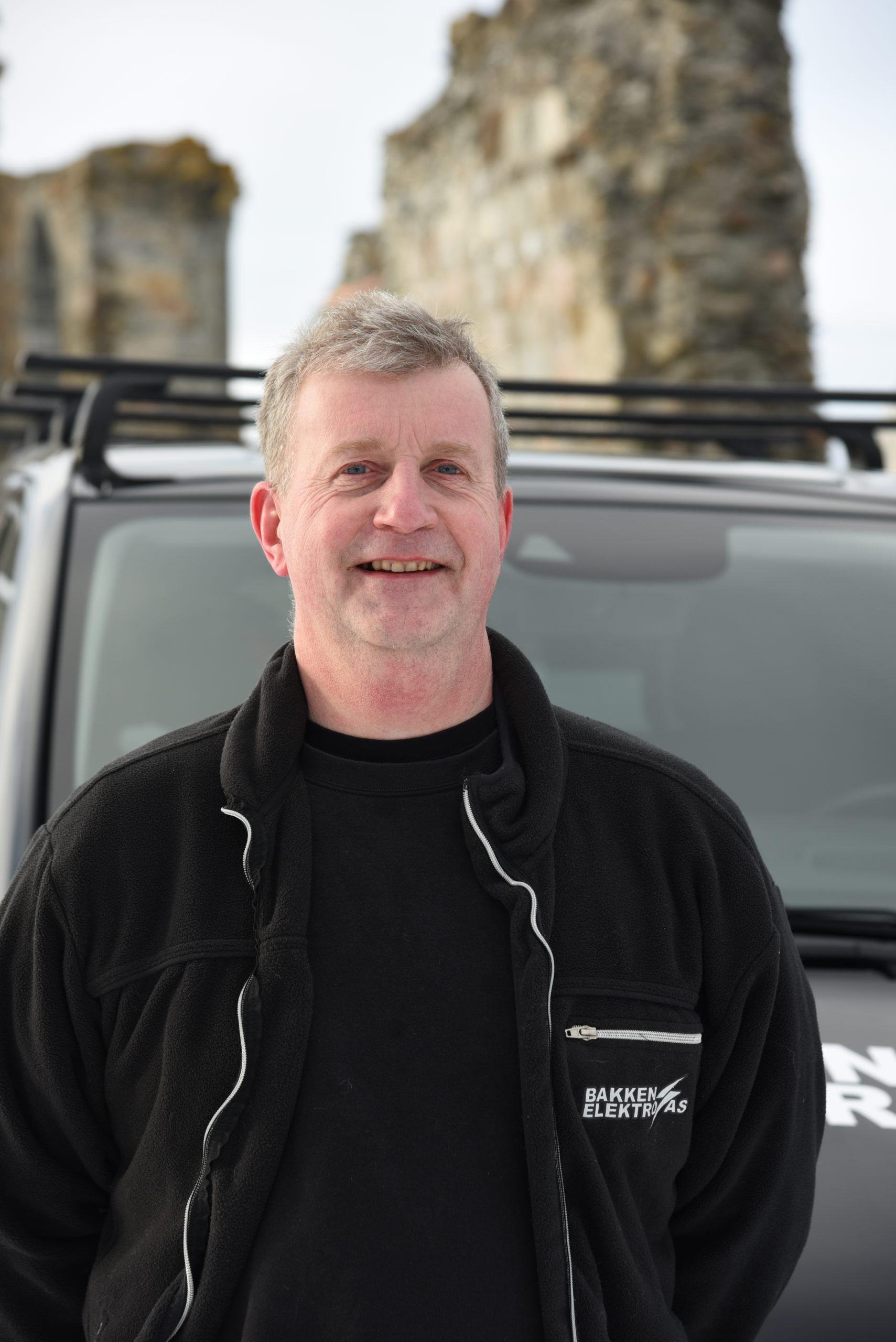 Arnfinn Bakken : Daglig leder og installatør